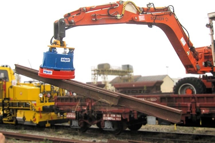 manutention de rails avec aimant Dynaset