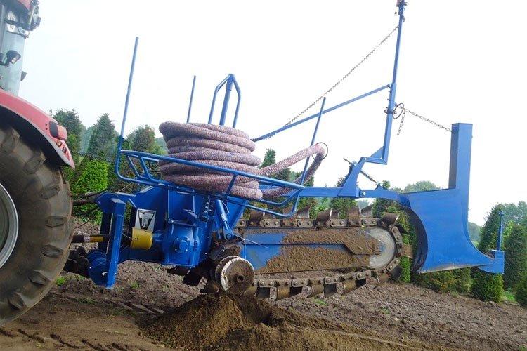 Trancheuse de sol Liba sur tracteur pour pose en continu