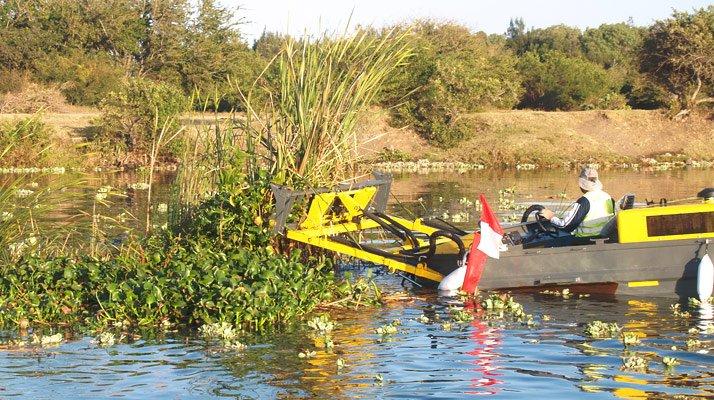 Bateau pousseur travaux aquatiques - RDS France, spécialiste du matériel TP