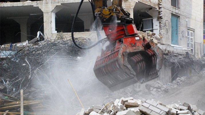 Brumisation embarquée Dynaset, montage pelle-pince - RDS France, spécialiste du matériel TP