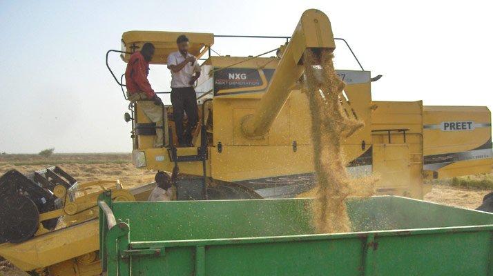 Moissonneuse batteuse PREET agriculture - RDS France, spécialiste du matériel TP