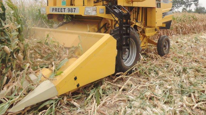 Moissonneuse batteuse PREET récolte maïs - RDS France, spécialiste du matériel TP