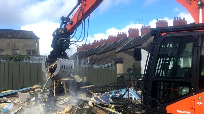 Pince tri démolition AJCE matériaux deblais chantier - RDS France, spécialiste du matériel TP