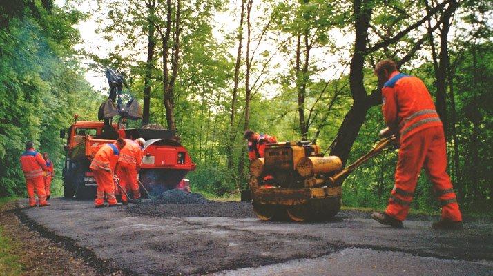 travaux routiers avec le recycleur d'enrobé bagela - RDS France, spécialiste du matériel TP