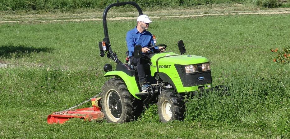 Gyrobroyeur sur micro tracteur Preet